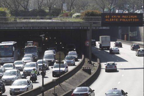 La ministre suggère de restreindre la circulation en cas de pic de pollution aux seuls véhicules «vertueux». Jean-Christophe MARMARA / Le Figaro