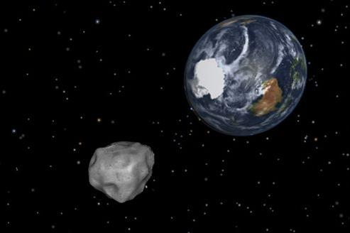 L'astéroïde de 45 mètres de diamètre, baptisé 2012 DA14 par les astronomes, passera à côté de la Terre à la vitesse vertigineuse de 28.000 km/h.