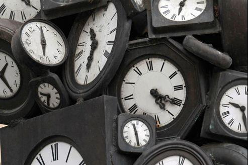 Les montres d'Arman, à la gare St-Lazare, à Paris.