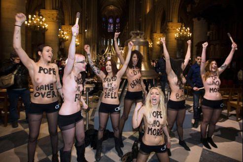 Les Femen manifestent dans Notre-Dame mardi 12 janvier.