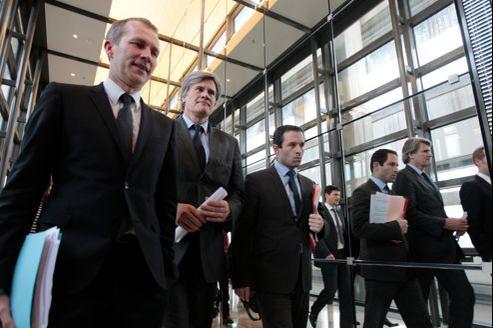 Guillaume Garot, ministre délégué à l'Agroalimentaire, Stéphane Le Foll, ministre de l'Agriculture, et Benoît Hamon, ministre délégué à la Consommation, jeudi à Paris. Les trois hommes vont mettre en cause Spanghero.