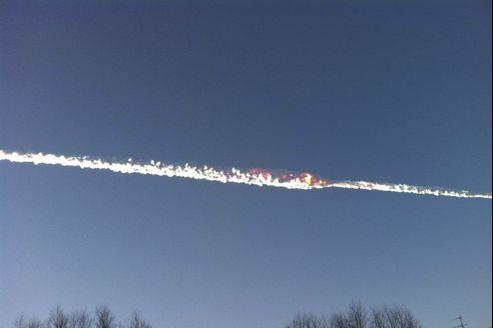La météorite, un «bolide» qui s'est désintégré au-dessus de l'Oural, devait peser «des dizaines de tonnes».