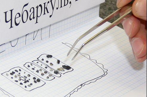 Une cinquantaine de fragments sont étudiés dans un laboratoire de l'université fédérale de l'Oural, à Yekaterinburg.