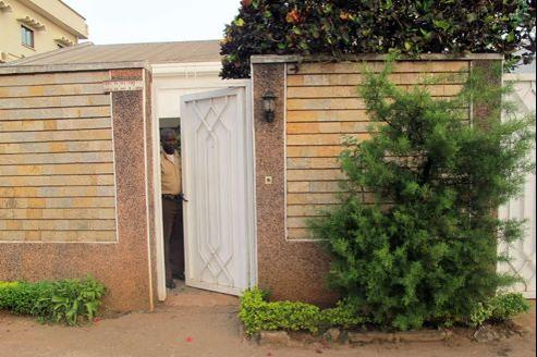 La maison où vit la famille de Français à Yaoundé au Cameroun.
