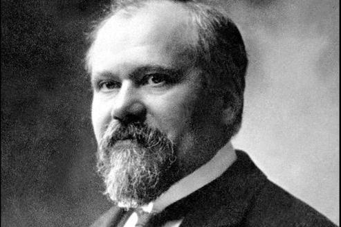 Raymond Poincaré est parvenu à renvoyer son garde du corps nocturne.