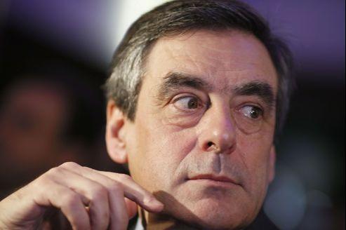 François Fillon dénonce les «erreurs de politique économique qui étouffent la croissance»