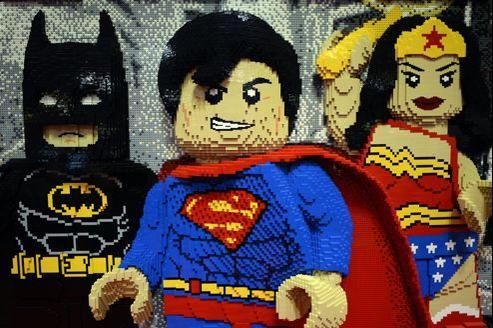 Lego décompose des blockbusters américains en briques colorées depuis 1998.