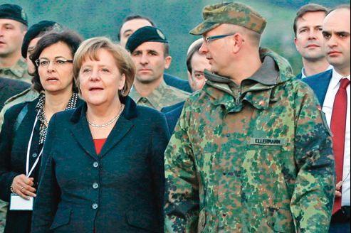 Angela Merkel et le commandant Ellerman, responsable des troupes allemandes en Turquie, dimanche, à Kahramanmaras.