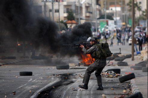 La police israélienne est intervenue devant la prison d'Ofer, à côté de Ramallah.