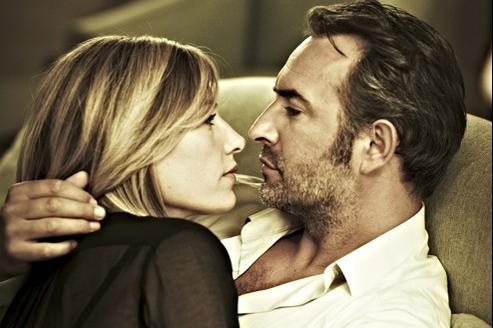 Cécile de France et Jean Dujardin, deux espions pris dans une passion amoureuse subtilement filmée.