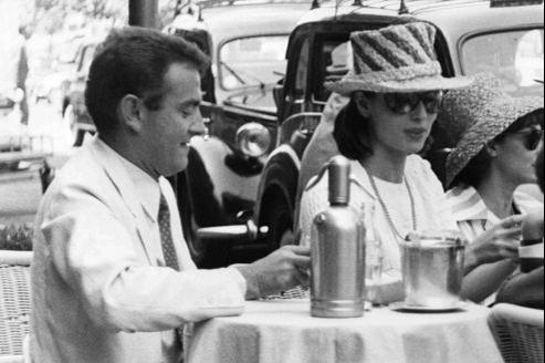 Le photographe ici avec l'actrice Elsa Martinelli à l'été 1960, avait cette élégance de dandy propre au Paris Match de Daniel Filipacchi.