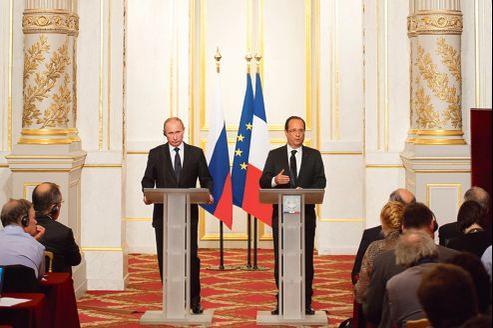 Vladimir Poutine et François Hollande, lors d'une conférence de presse à l'Élysée, à l'occasion de leur première rencontre, le 1er juin 2012.