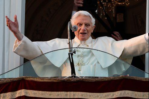 Benoît XVI a improvisé une allocution jeudi depuis le balcon de la résidence d'été des papes à Castel Gandolfo.