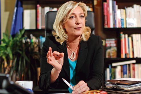 Marine Le Pen dans son bureau au siège du Front national, à Nanterre (Hauts-de-Seine), mercredi.