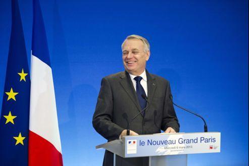 Le premier ministre, Jean-Marc Ayrault, hier, à Champs-sur-Marne.