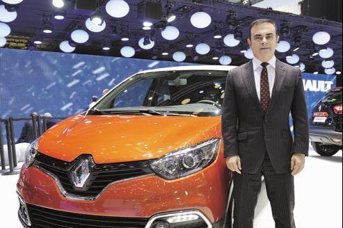 Carlos Ghosn et la nouvelle Renault Captur, mardi au Salon de l'automobile de Genève.
