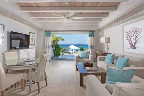 L'hôtel Isle de France, ouvert sur l'immense plage de sable blanc de la baie des Flamands, propose 40 chambres, suites et villas.
