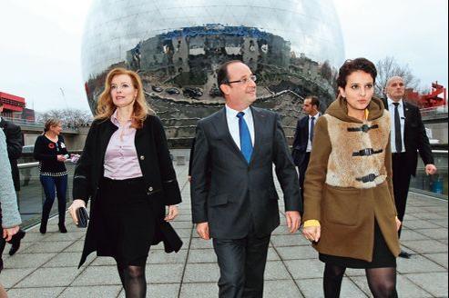 François Hollande a ouvert jeudi à Paris la soirée «Le 8 mars, c'est toute l'année», aux côtés de sa compagne, Valérie Trierweiler, et de la ministre des Droits des femmes et porte-parole du gouvernement, Najat Vallaud-Belkacem.