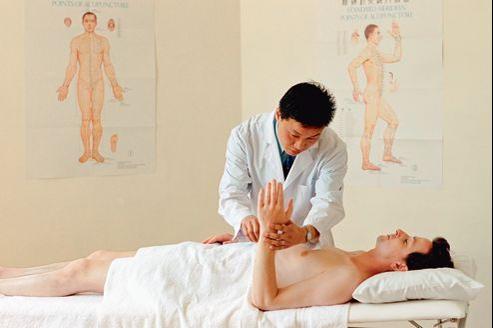Le rapport de l'Académie s'intéresse à quatre thérapies complémentaires, dont l'acupuncture.