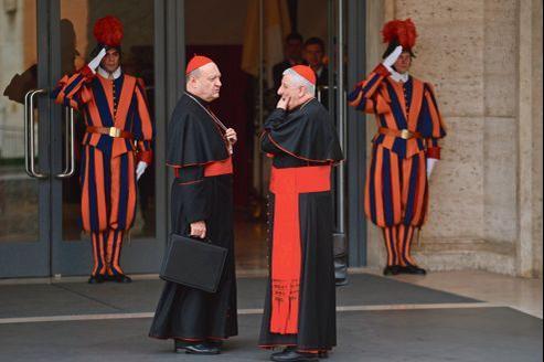 Des cardinaux à leur arrivée au préconclave, samedi au Vatican.