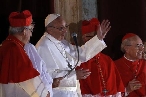 Après le pontificat relativement «intellectuel» de Benoît XVI, François a notamment été choisi pour sa capacité de contact avec le plus grand nombre.