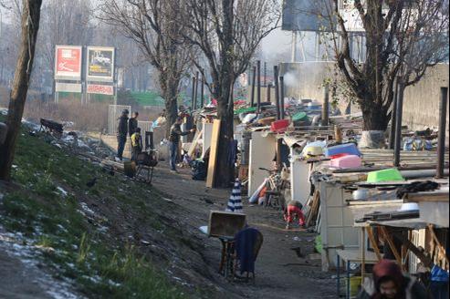 Un camp de Roms le long du périphérique parisien, en janvier 2013.