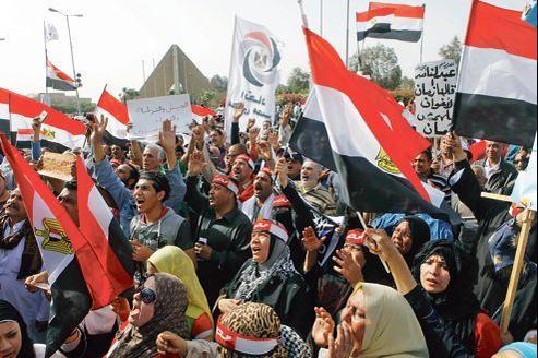 Manifestation de soutien à la police égyptienne contre les miliciens islamistes, vendredi au Caire.
