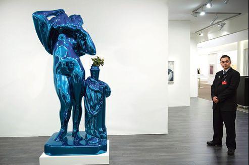 Une sculpture de Jeff Koons à la Tefaf, à Maastricht.