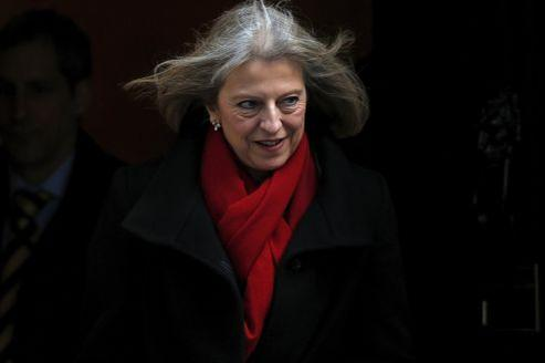 Theresa May devant le 10 Downing Street, le 12 mars à Londres.