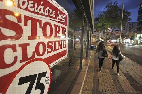 Rue commerçante de Nicosie, la capitale de Chypre, où de nombreux magasins ont fermé leurs portes.