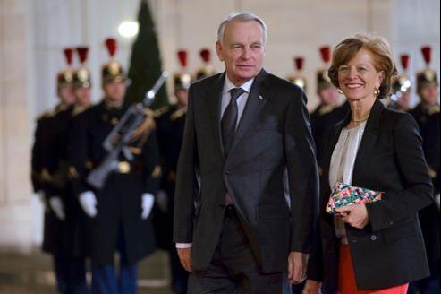 Intronisation du Pape: Ayrault accompagné de sa femme