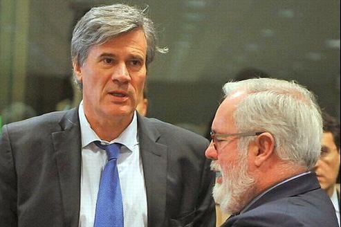 Le ministre français de l'Agriculture, Stéphane Le Foll, et son homologue espagnol, à l'ouverture de la négociation lundi à Bruxelles.