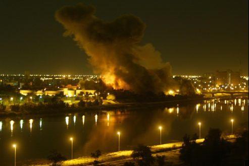 L'invasion de l'Irak, le 20 mars 2003, par la coalition menée par les États-Unis fut une partie de poker menteur qui se solda par plusieurs centaines de milliers de morts.