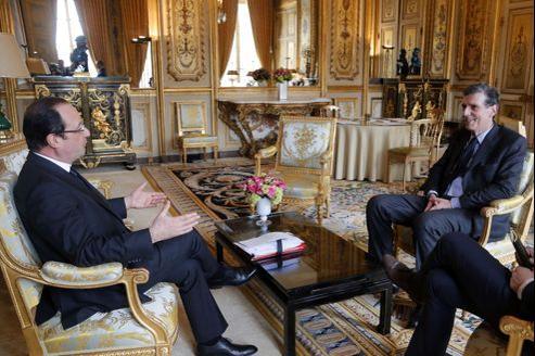 Francois Hollande et Henri Loyrette, à l'Élysée, vendredi matin.