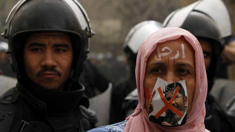 Un manifestant anti-Morsi, le 22 mars au Caire.
