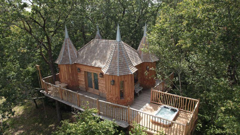En Dordogne, des châteaux-cabanes au confort absolu...Pour petits et grands enfants!