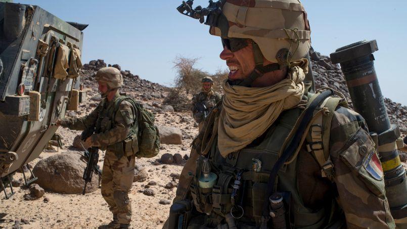 Les légionnaires français en patrouille dans le désert malien, le 7 mars.