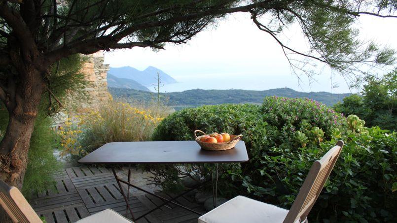 En Haute-Corse, une cachette secrète pour contempler à deux le coucher de soleil...