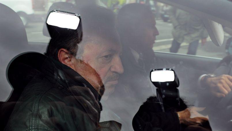 Jean-Noël Guérini lors de son arrivée à la gendarmerie de Marseille, le 2 avril 2013.