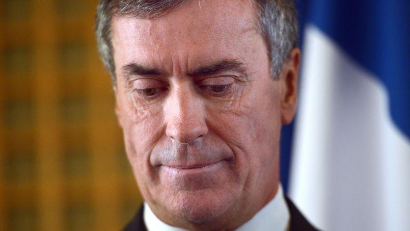 Jérôme Cahuzac «aurait tenté de placer cet argent dans un établissement de gestion financière à Genève, mais l'établissement aurait refusé par crainte de complications ultérieures», explique la RTS.