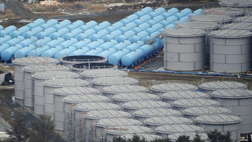 Des réservoirs de stockage d'eau contaminée à Fukushima.