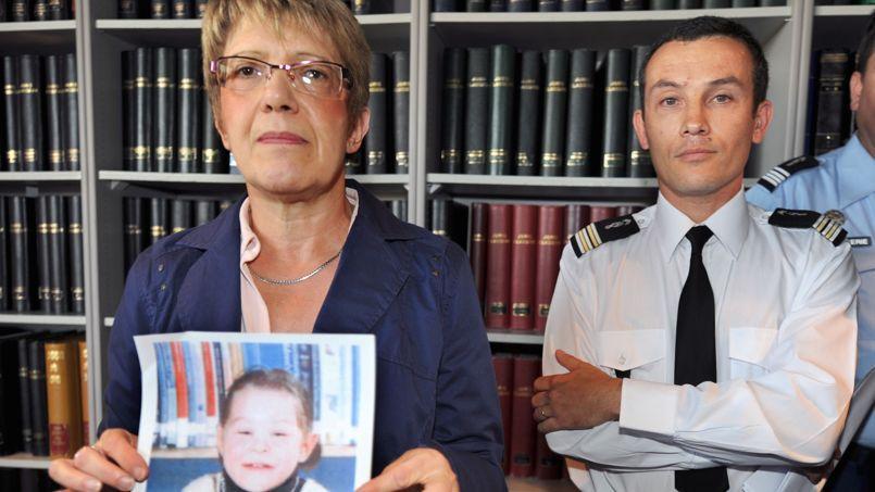 Le 10 septembre 2009, au Mans, la procureure Joëlle Rieutort et le colonel Pascal Julien montrent la photo de Marina à la presse. Ils enquêtent alors sur la disparition de l'enfant sur un parking, signalée par les parents.
