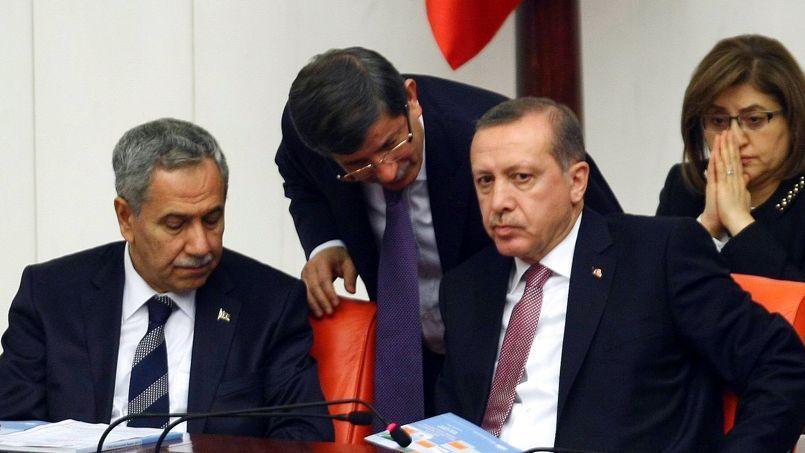 Bülent Arinç, vice-premier ministre turc (ici avec le premier ministre Erdogan), pose des conditions à la France.