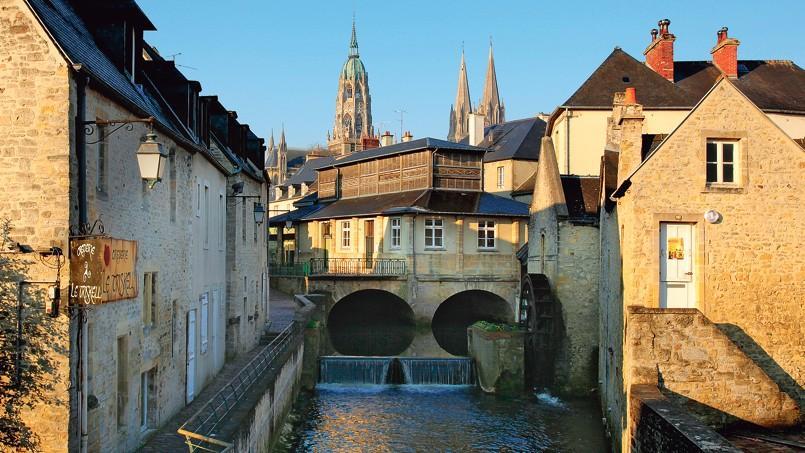 Le vieux Bayeux et les berges de l'Aure.