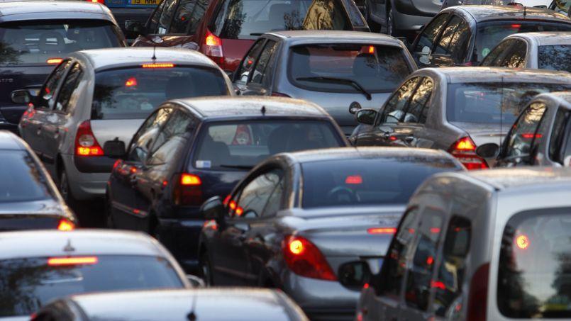 Selon les dernières estimations de l'Insee, 73% des actifs se rendent à leur travail en voiture.