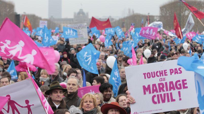 Des opposants au mariage gay lors d'une manifestent à Paris.