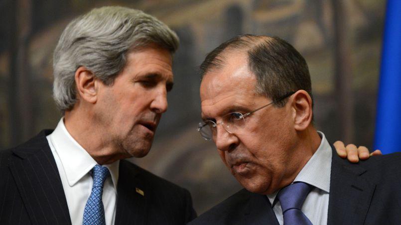 Le chef de la diplomatie américaine, John Kerry, et son homologue russe, Sergueï Lavrov, à Moscou, le 7 mai.