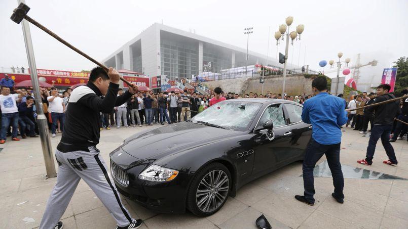 Furieux un chinois s 39 offre le luxe de d truire sa maserati for Garage autoservices les ulis