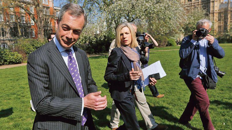 Le leader de l'Ukip, Nigel Farage (ici le 3 mai à Londres), se tient en embuscade pour se présenter le moment venu comme allié providentiel pour les conservateurs.