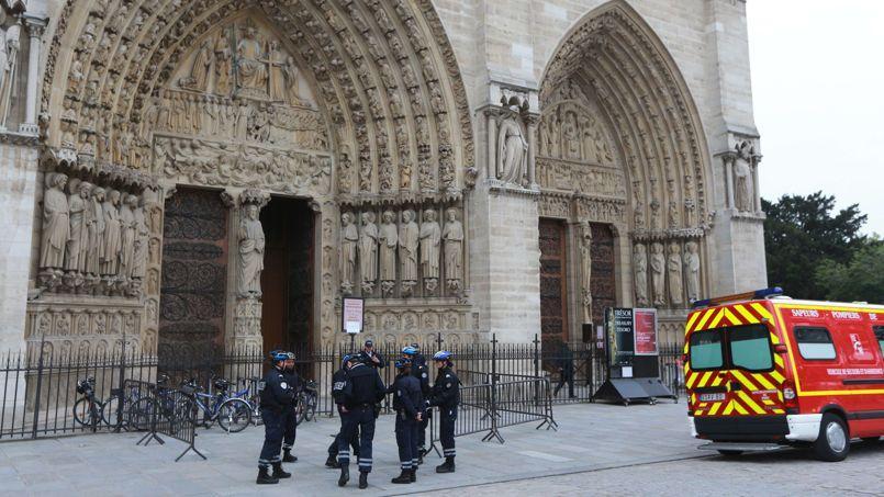 Un historien d'extrême droite se suicide à Notre-Dame